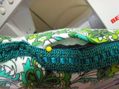 you can see a bit of the black seam binding here, before i stitched it up