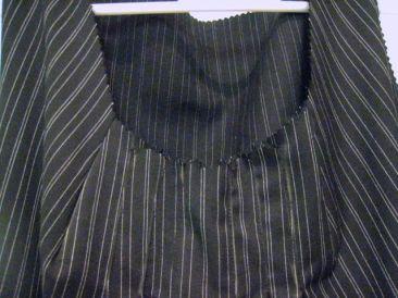 close-up of the 2 darts & 6 pleats across neckline