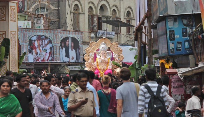 Ganesh Chaturthi 2012, Pune: idols on tour