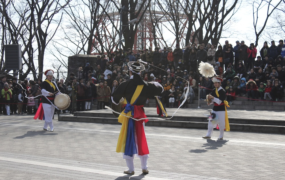 Visiting N Seoul Tower you may see this Korean Folk Dance group | curlytraveller.com