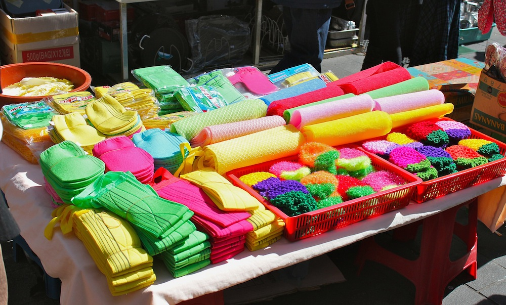 Colorful household items at Nandaemun Market |curlytraveller.com