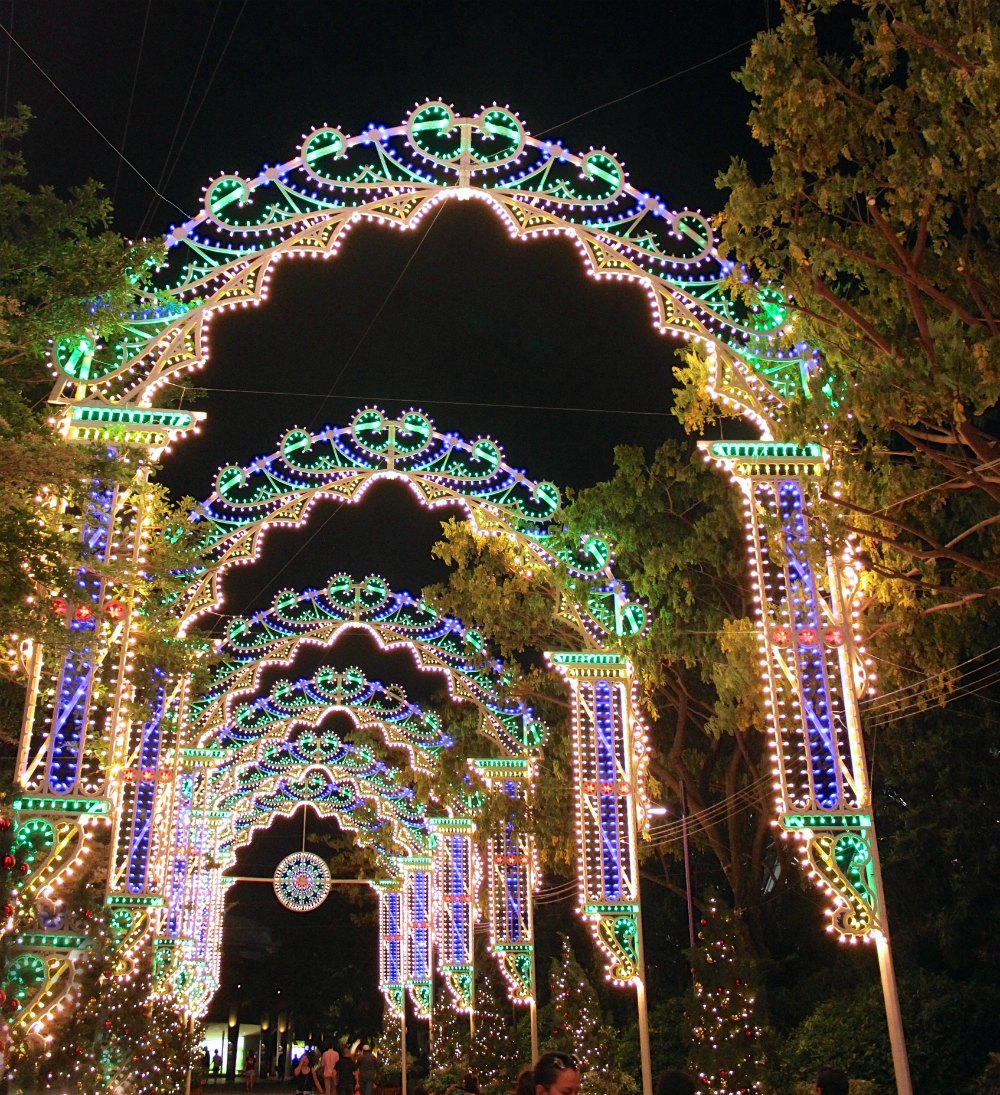 Italian Luminaries at a Christmas Wonderland | curlytraveller.com