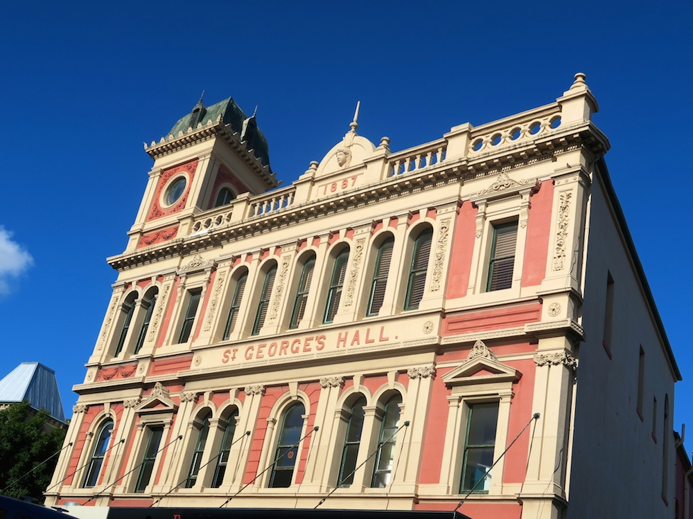 Classical architecture in Newtown  curlytraveller.com