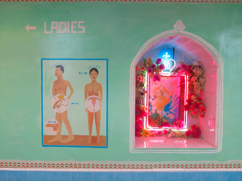 Signs for toilets at Motel Mexicola Bali |curlytraveller.com