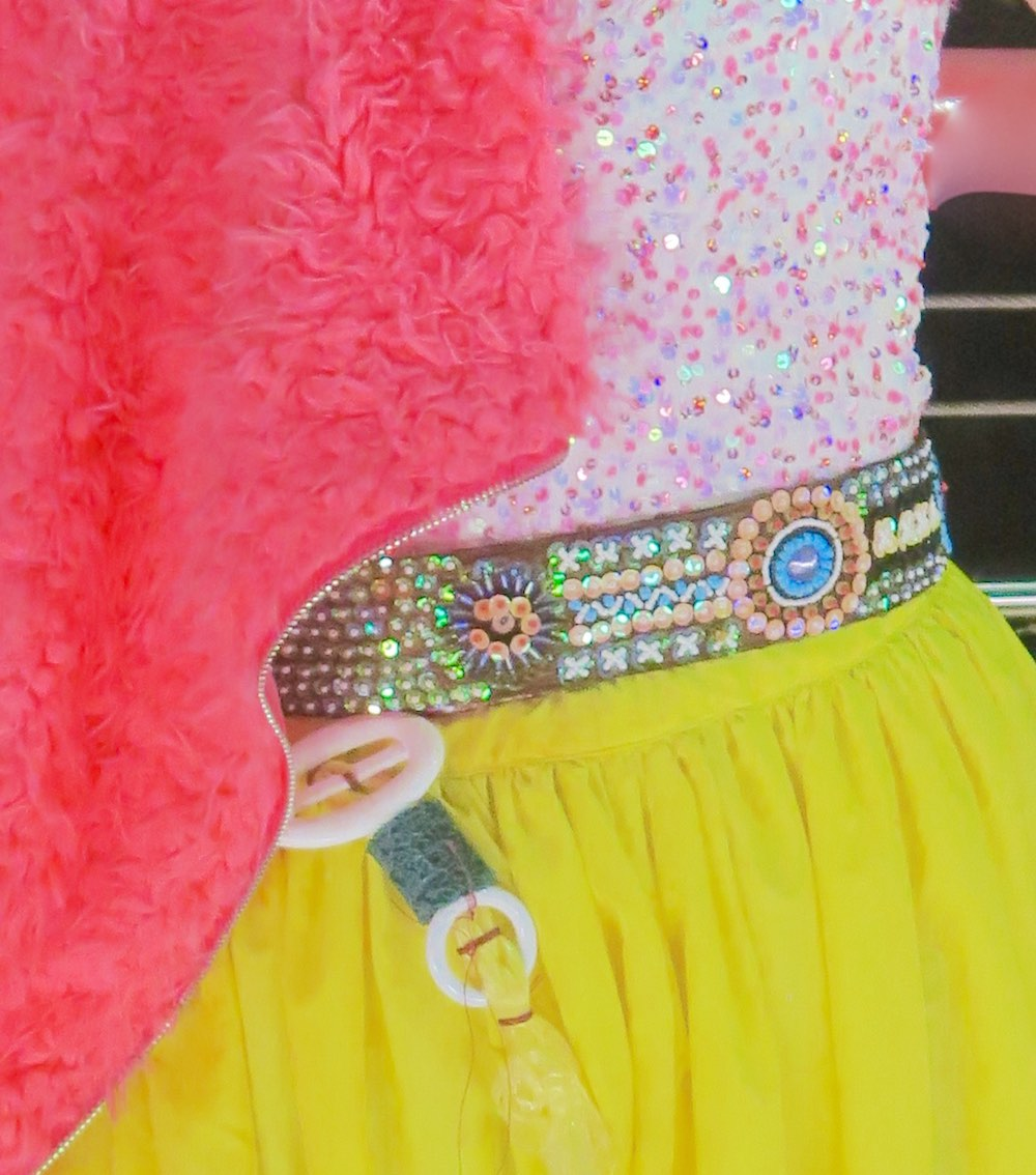 Outfit details in yellow and hot pink |curlytraveller.com