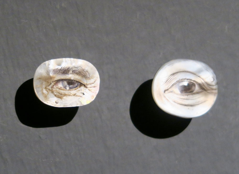 Mother-of-pearl eyes |curlytraveller.com