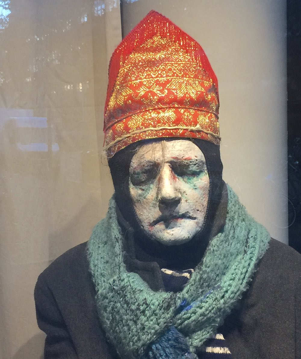 Unhealthy Saint Nicholas sculpture by Piet Zwaanswijk |curlytraveller.com