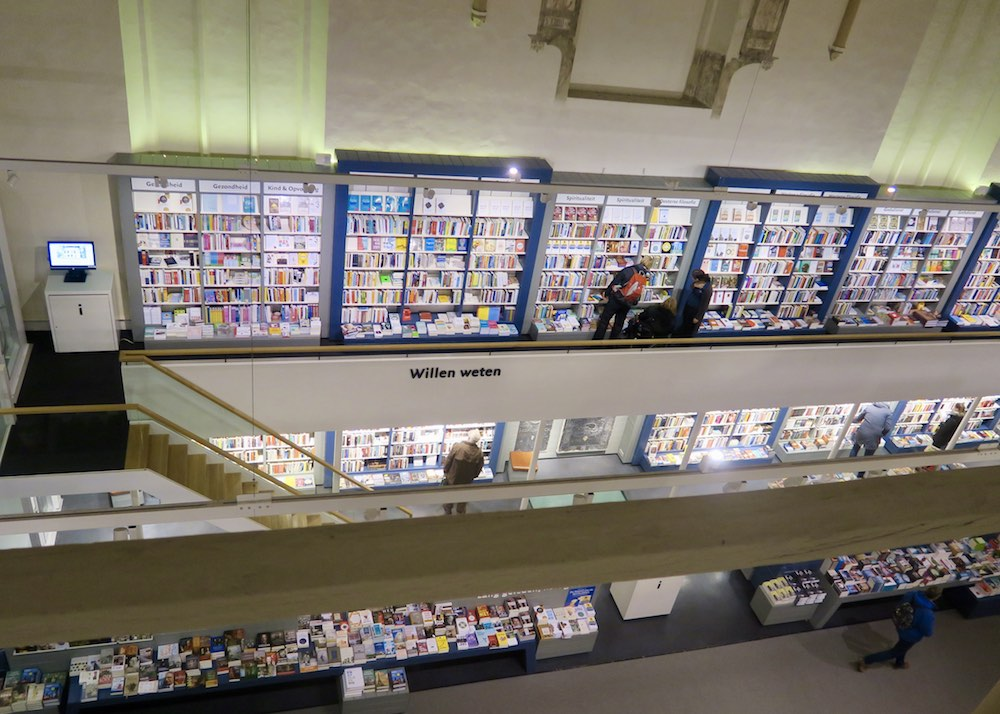 Book shelves inside Waanders in de Broeren |curlytraveller.com