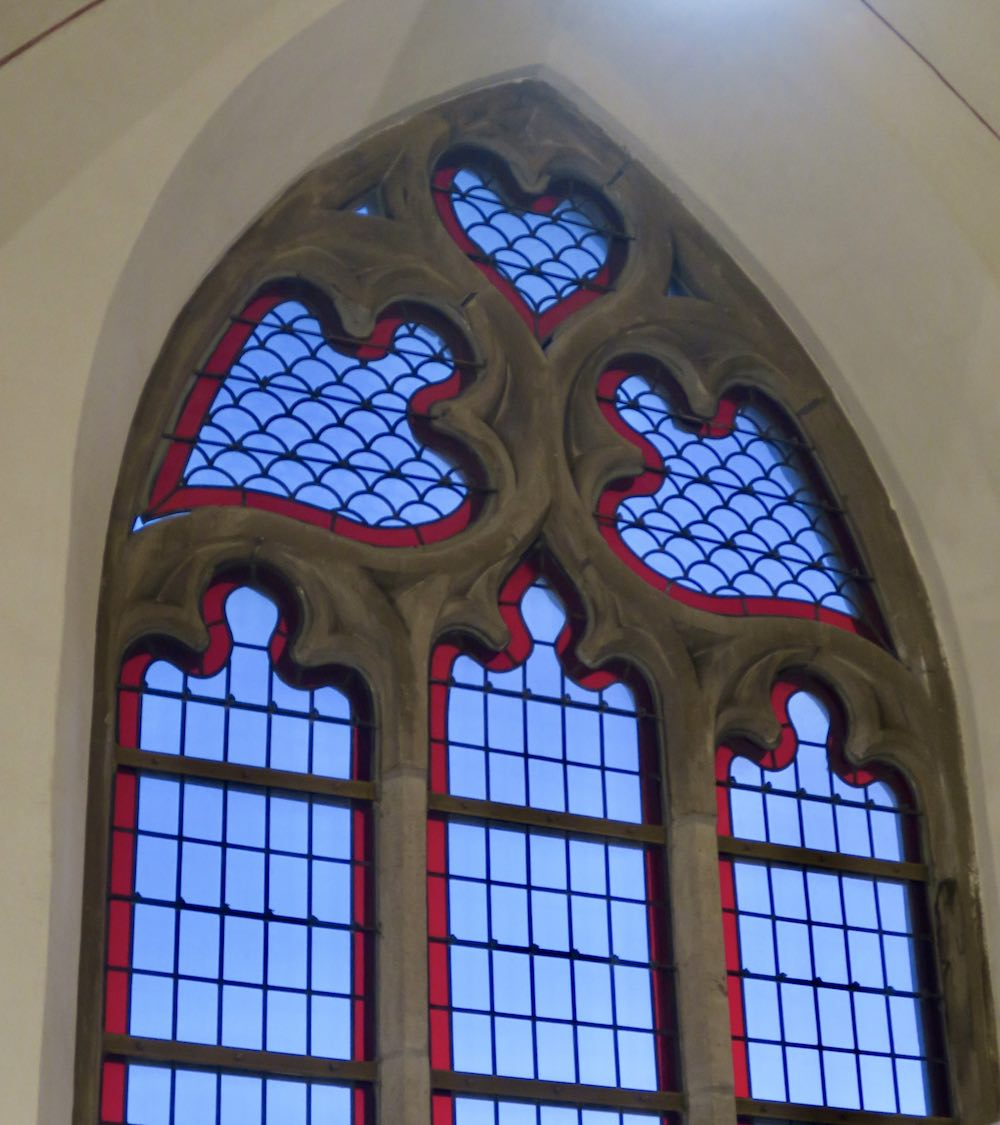 Glass stained window in Broerenkerk Zwolle |curlytraveller.com