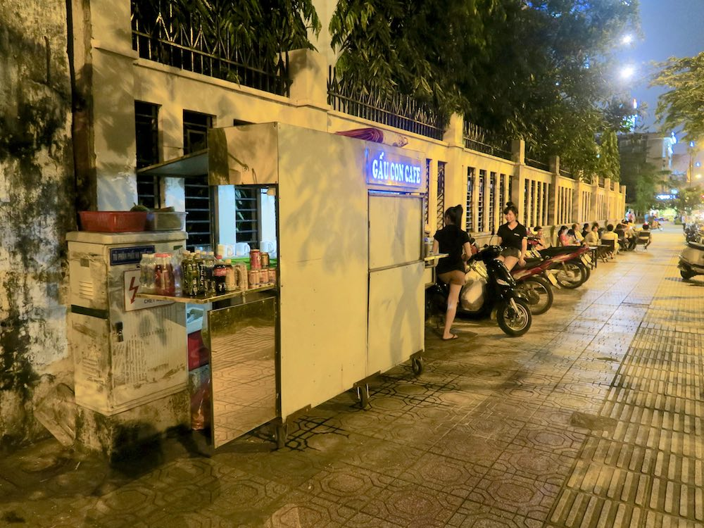 Local cafe in Saigon |curlytraveller.com