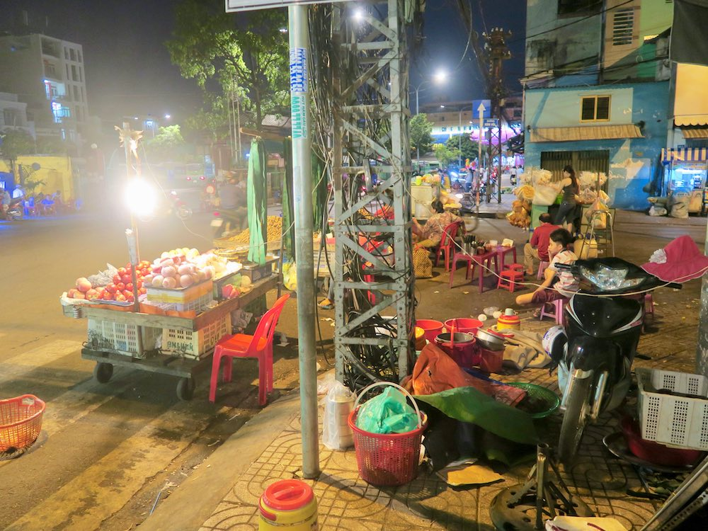 Local market in Saigon |curlytraveller.com