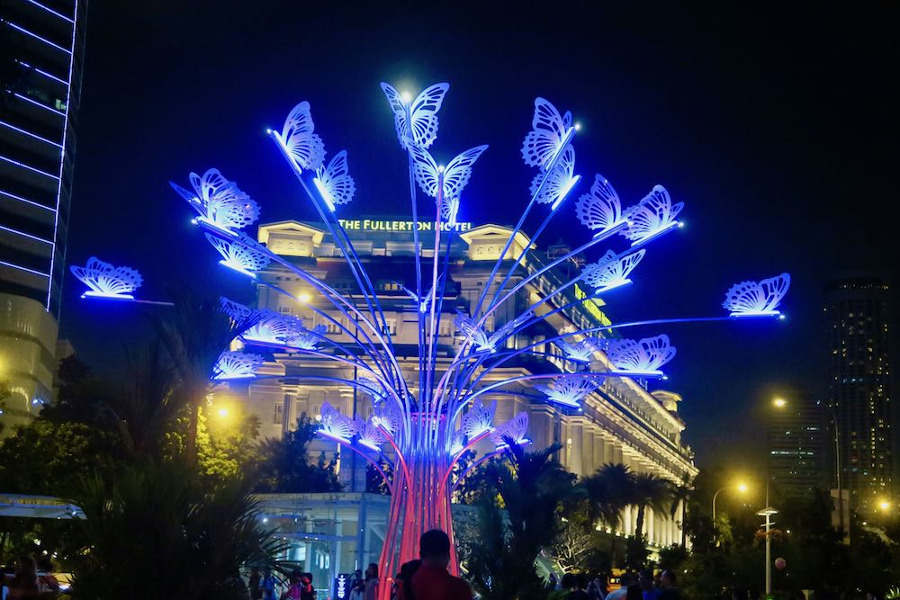 Butterflies in front of the Fullerton hotel in Singapore |curlytraveller.com