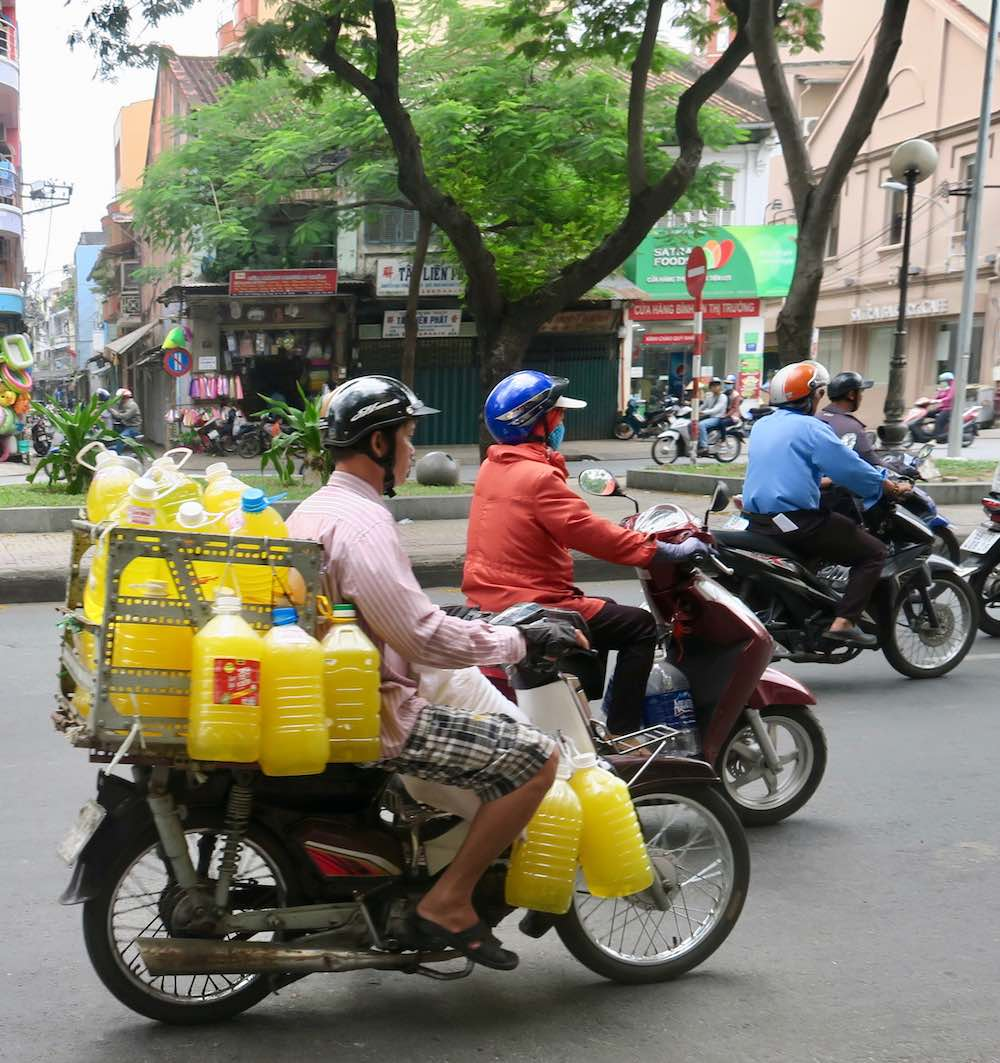 Transporting juice on the bike |curlytraveller.com
