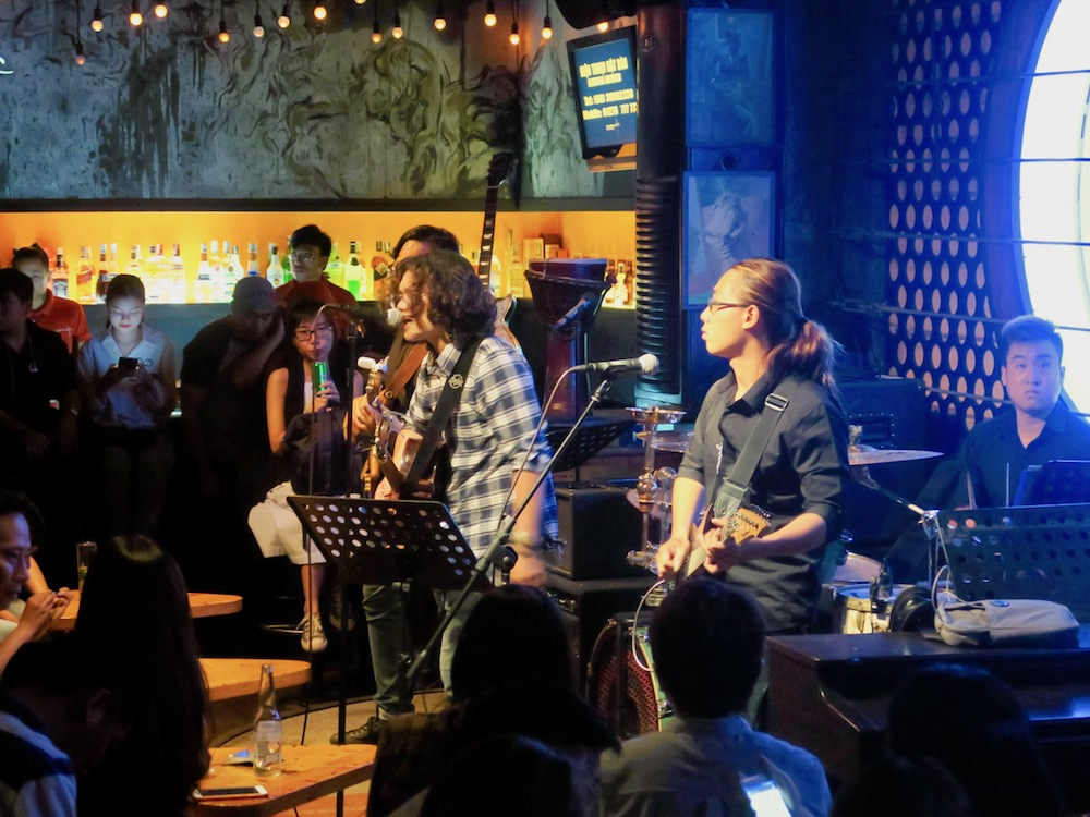 Band performing in Acoustic Bar Saigon |curlytraveller.com