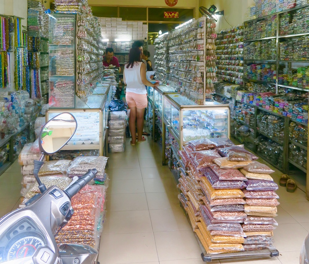 Accessories for sale in Cholon |curlytraveller.com