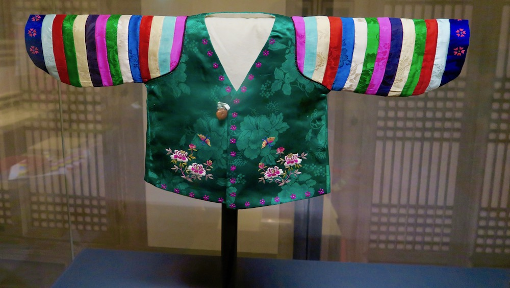 Joseon dress for little girl |curlytraveller.com
