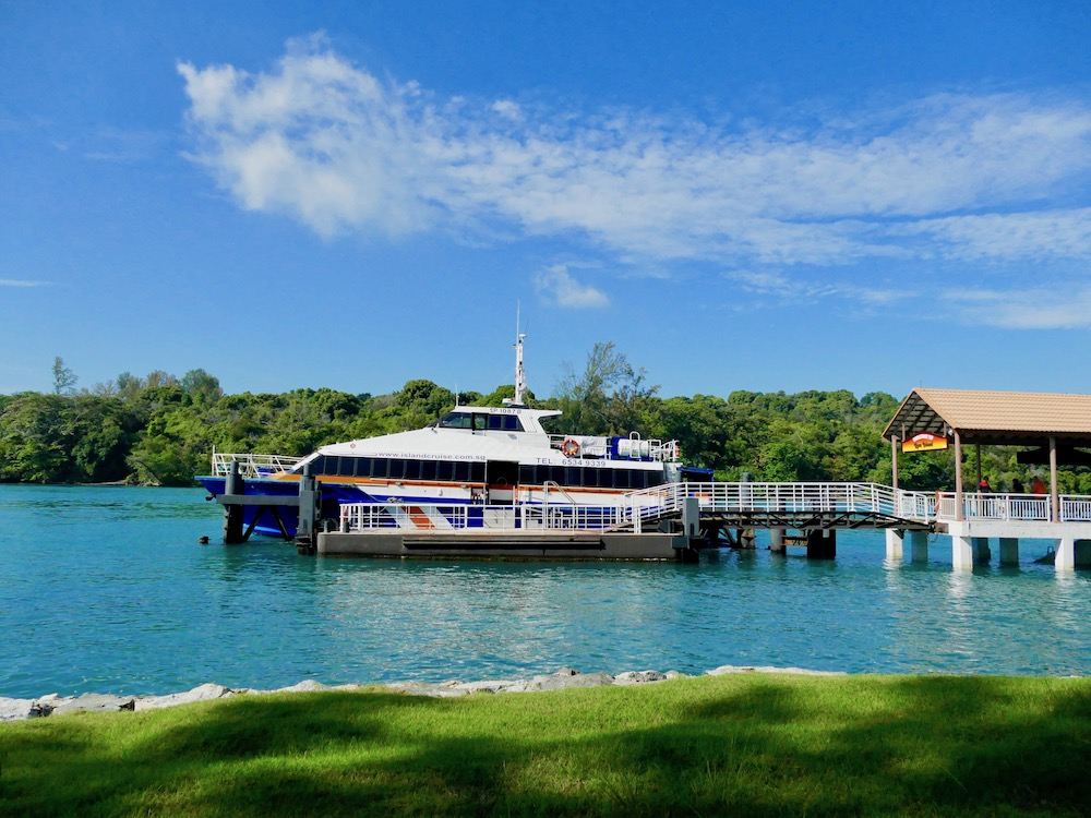 Ferry at Kusu Island Singapore |curlytraveller.com
