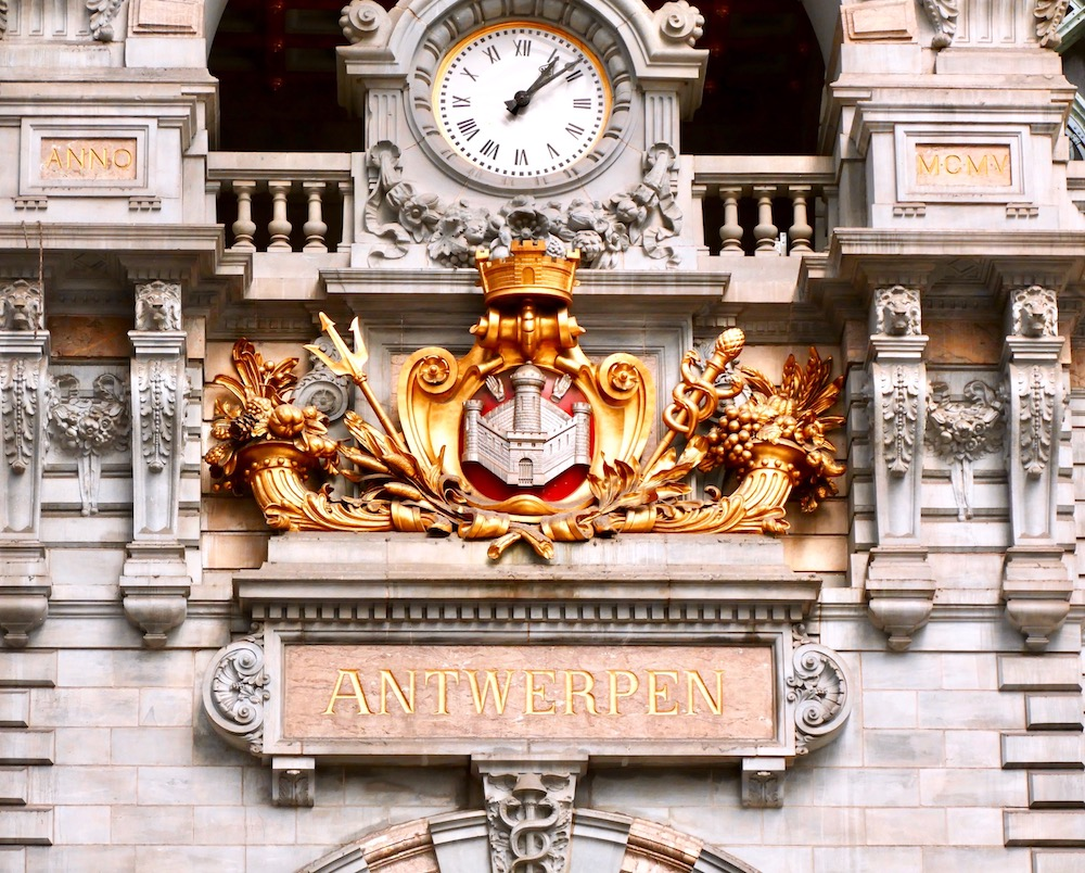 Rich ornaments and details at Antwerpen Centraal |curlytraveller.com