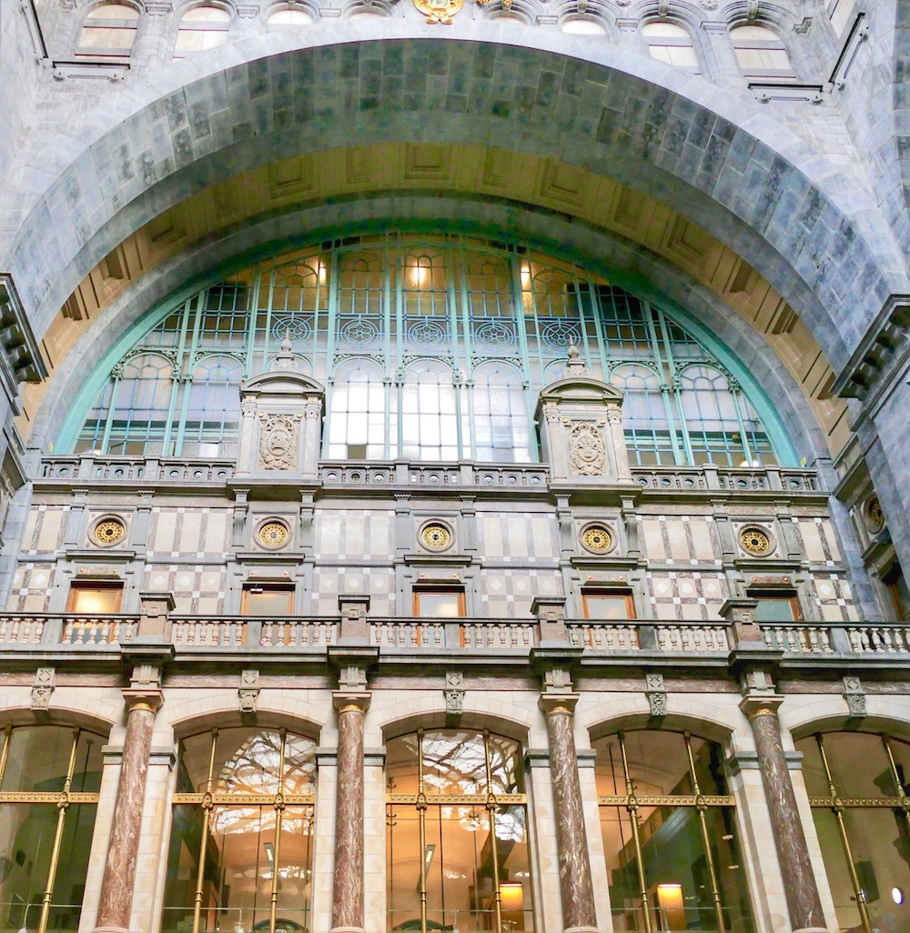 Beautiful architectural elements at Antwerpen Centraal |curlytraveller.com