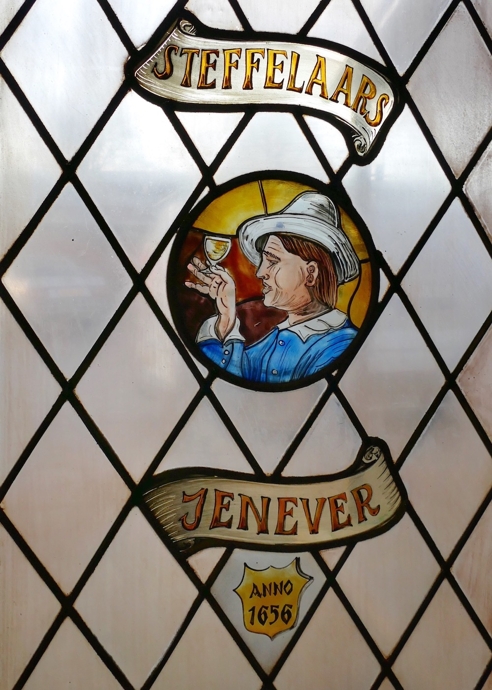 Gin add in stained glass |curlytraveller.com