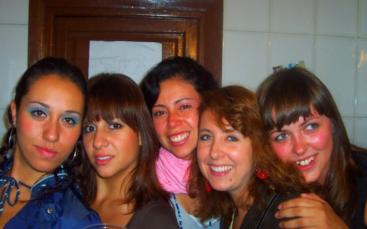 My sisters from another mother : Mexico ( Suxy , Cata ) - Chile (Paula ) - Poland ( Gosia )