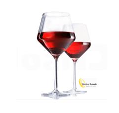 Copa vino especial modelo pure 140 medida 22,2x9,8 cm. Esta cristalería es una de las mejores en cuanto a diseño y forma. Esta fabricado en cristal alemán, símbolo de garantía y perfección por su consistencia y dureza. Esta copa pure, esta soplado a mano, color cristalino y de tacto suave. Este producto es de cristal tritan:https://www.trendencias.com/lujo/cristal-tritan-las-resistentes-copas-de-schott-zwiesel Tiene una boca muy ancha, así es mas estable en el lavavajillas incluso en el circular. Presente vinos de altura como un romanée conti o un chateau petrus, todo según el somelier. Esta copa, es polivalente, puede utilizarla para vino, refrescos, caña, corto o algún aperitivo como un petroni. La copa pure, es valida para lavavajillas. Uno de los problemas de esta copa, es muy ancha, por lo tanto necesita espacio para guardarlas. Puede pedirnos una muestra, se la enviaremos sin problema. Entrega rápida ya que sale de nuestras instalaciones en península, para otros destinos consultar. Puede darse de alta, para descargar los catálogos