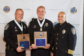 Officers who took on gunman honored at police bravery awards