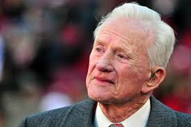 Frank Broyles, Football Coach Who Put Arkansas on Map, Dies at 92