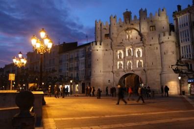 Arco de Santamaría en Burgos de noche