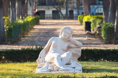 Descansando desnuda - Paseando por el Parque del Retiro