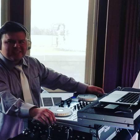 Jorge DJing