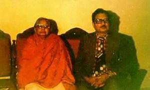 El Dr. Rawat junto a Shanti Devi, a la edad de 60 años