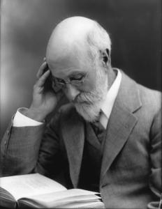 Fotografía de Sir William Barret leyendo