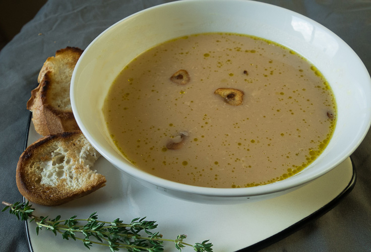 Luxurious and nourishing garlic soup for a health boost!