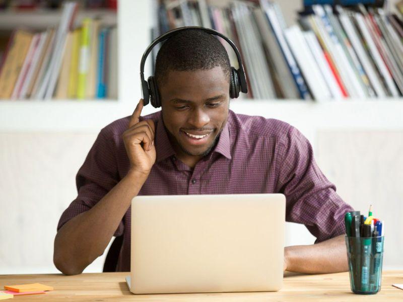 16 cursos online e gratuitos para estudantes pela Barueri e CIEE