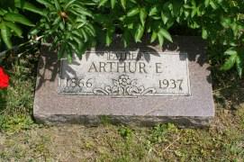 williams-arthur-gravestone
