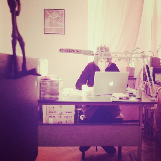Ioana, la birou