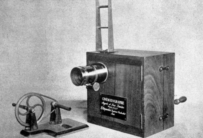 Cinematograful, dispozitivul inventat de frații Lumiere, din care au evoluat camerele video de azi