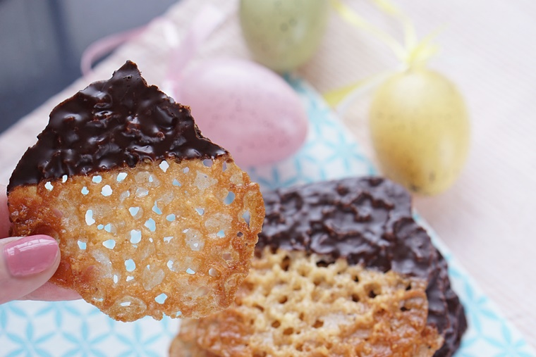 chocolade kletskoppen recept 5 - The Cookie Bakery | Chocolate dipped kletskoppen