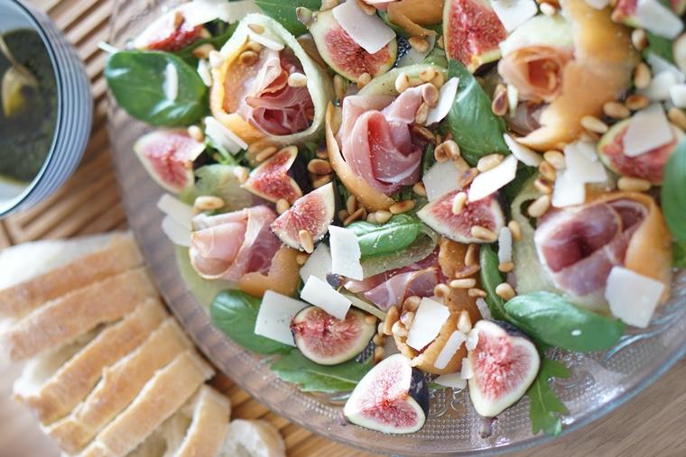 maaltijdsalade rauwe ham meloen 1 - Maaltijdsalade met meloen, rauwe ham en vijgen