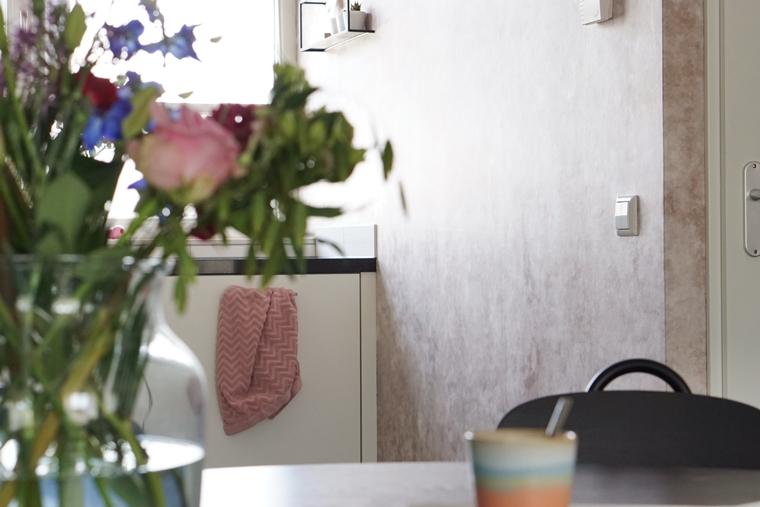 photowall patina beton behang 3 - Home | Een toffe update in onze keuken
