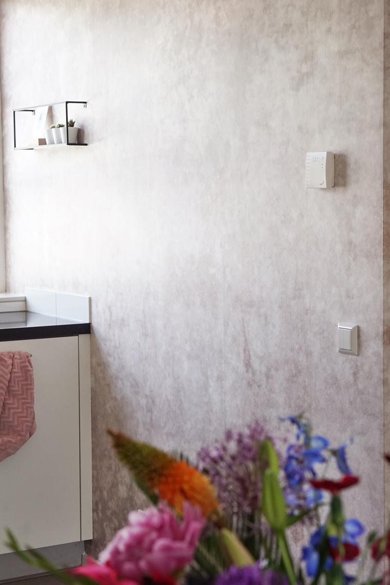 photowall patina beton behang 4 - Home | Een toffe update in onze keuken