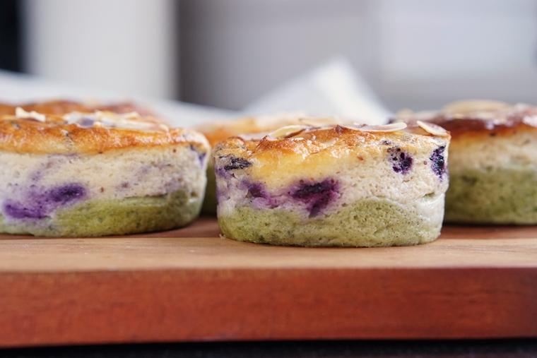 blueberry matcha cheesecake recept 1 - Blueberry Matcha cheesecake muffins (uit de Airfryer)