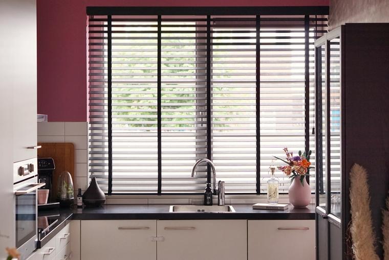 raamdecoratie bamboe houten jaloezieen 15 - Binnenkijken   Nieuwe raamdecoratie & meer kleur