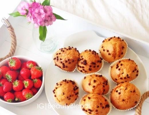 aardbei cacao vanille muffins 1 - Recept | Speltmeel muffins met vanille, aardbei en cacaonibs
