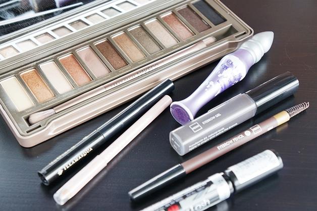 Wat zit er in een basis make-up stash?