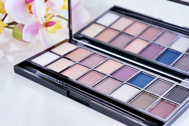 makeup revolution iconic pro 2 palette review swatches 4 - Favoriete beautyproducten april 2015