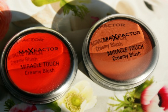 maxfactorcreamyblush1 - Max Factor Miracle Touch Creamy Blushes - Foto's, swatches en review
