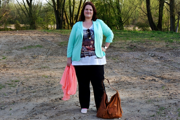 Plussize Outfit | I'm loving neon details!