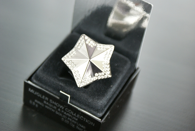 thierrymuglerangelring2 - Thierry Mugler show collection | Angel, perfume in a ring